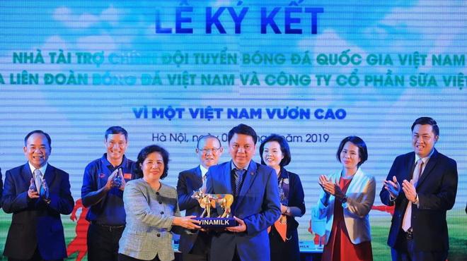 Tuyển thủ Việt Nam hứng khởi với nhà tài trợ mới của đội tuyển