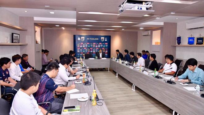 Đội bóng của Văn Lâm 'đóng thế', cứu Thái Lan khỏi bị tước quyền đăng cai U23 châu Á