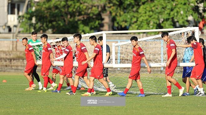 Tuyển Việt Nam vượt khó tập luyện, HLV Park Hang Seo tâm lý