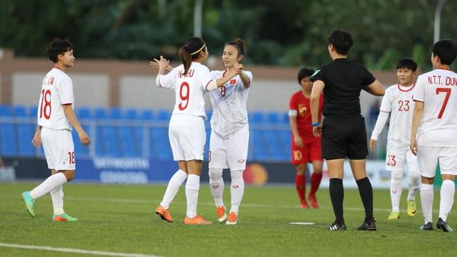 Nữ Việt Nam thắng dễ Indonesia, sớm vào bán kết SEA Games 30