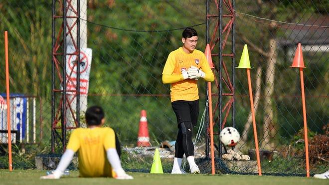Văn Lâm thuê HLV thể lực riêng, là 'hàng hiếm' tại Thai League 2020
