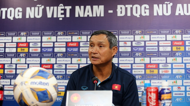 HLV Mai Đức Chung: 'Tuyển nữ Việt Nam quyết tâm có bàn thắng'
