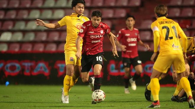 bóng đá Việt Nam, Văn Lâm, Văn Lâm cứu thua, Dang Van Lam, Muangthong United, Thai League, kết quả bóng đá hôm nay, DTVN, Park Hang Seo