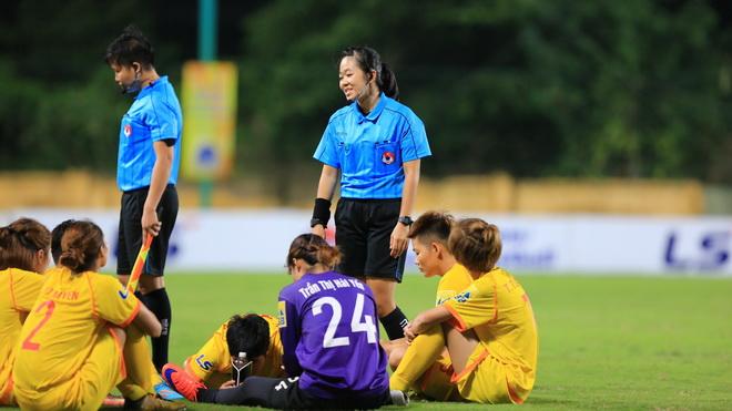 Phong Phú Hà Nam bỏ đá phản đối trọng tài, bị xử thua 0-3