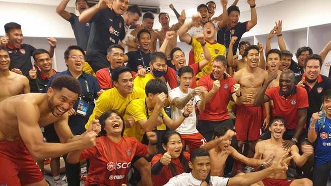 Văn Lâm cùng Muangthong giành chiến thắng nghẹt thở