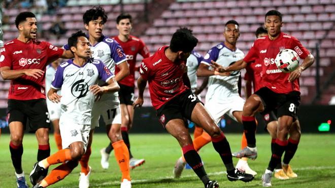 VAR, penalty khiến Văn Lâm cùng Muangthong United 'hút chết'