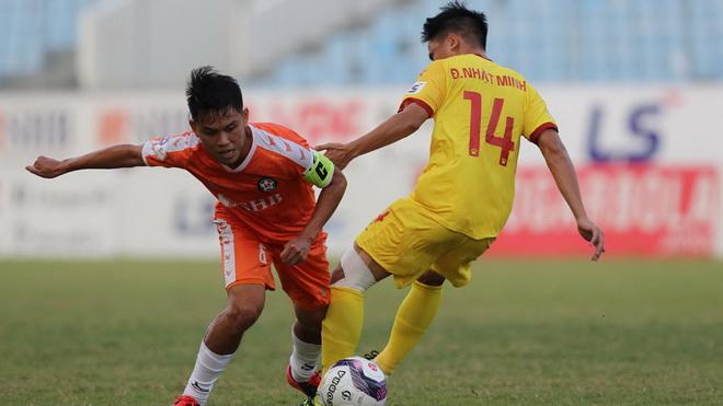 Đề xuất lùi V-League sang năm 2022 được VPF thông qua