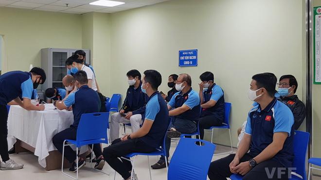 Tuyển Việt Nam lùi lịch tiêm vắc xin COVID-19