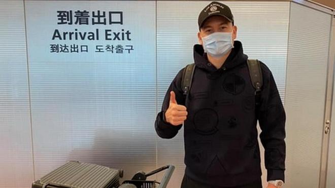 Văn Lâm đến Nhật Bản, nóng lòng gặp các đồng đội mới