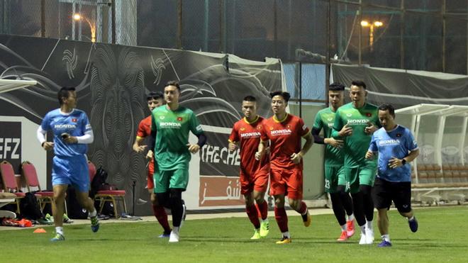 Đội tuyển Việt Nam tại Saudi Arabia: Văn Lâm bắt nhịp nhanh, Thành Chung trở lại