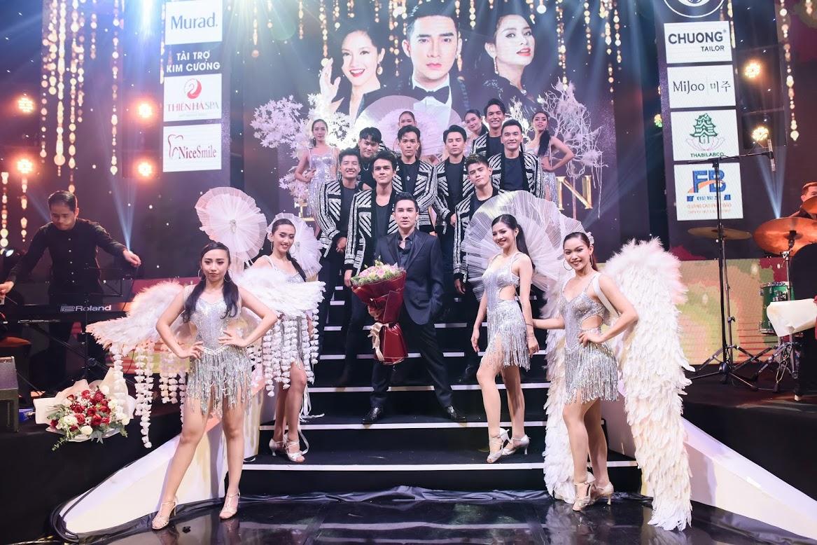 Quang Hà, liveshow Đứng lên của Quang Hà, Quang Hà tuyên bố nghỉ hát, Hồng Nhung, Thanh Lam, Bằng Kiều, sao Việt