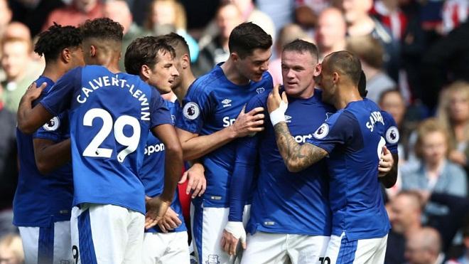 Rooney được ví như 'người hùng trở về' sau khi ghi bàn giúp Everton thắng trận ra quân