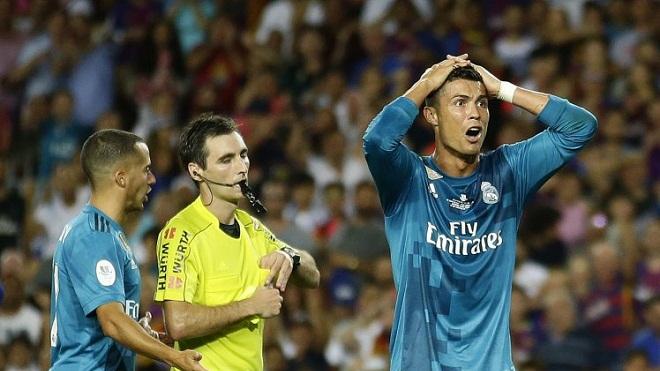Ghi bàn, nhận thẻ đỏ rồi đẩy trọng tài... Ronaldo từ người hùng thành tội đồ chỉ sau đúng 1 phút