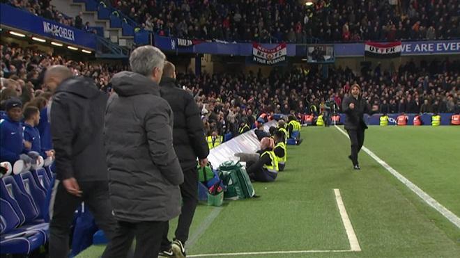 Conte không bắt tay Mourinho: 'Điều đó không quan trọng. Chelsea là đội chiến thắng mà'
