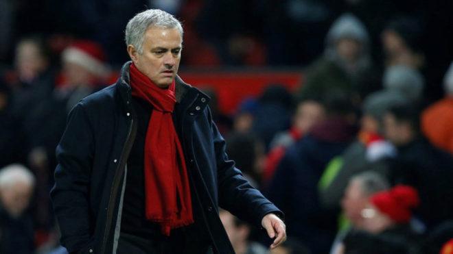 'Sao Mourinho không than thở M.U khó cạnh tranh với Man City hồi đầu mùa?'
