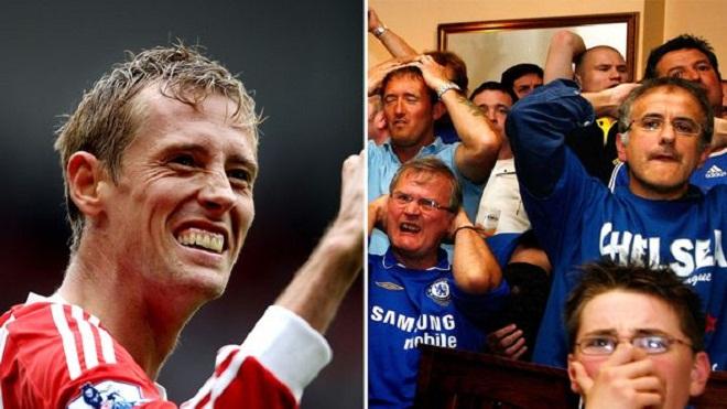 Chelsea đang 'vơ bèo gạt tép', sau Carroll lại gây sốc với Crouch