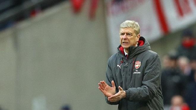 QUAN ĐIỂM: 'Wenger như tử tù chờ lên ghế điện. Hãy ra đi vì Arsenal'
