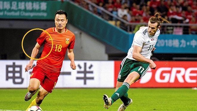 Tại sao cầu thủ Trung Quốc phải che hình xăm khi ra sân?