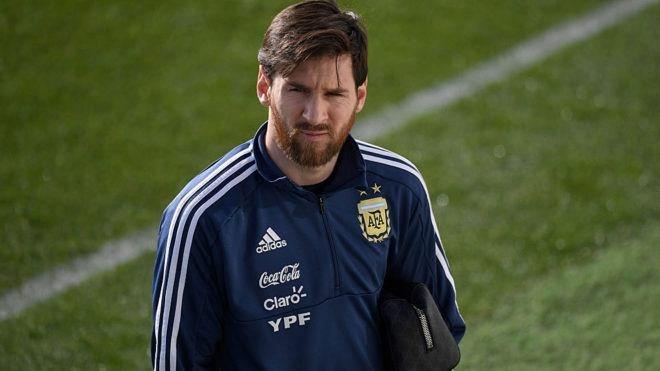 Messi nói gì trong phòng thay đồ khi Argentina thua tan nát Tây Ban Nha?