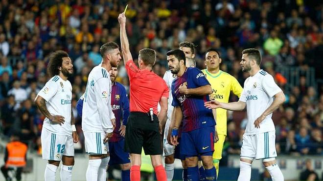 'Kinh điển' như đấu võ, cầu thủ Real và Barca liên tục triệt hạ nhau