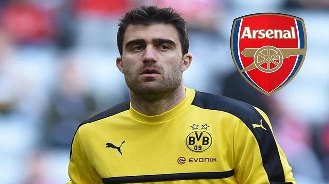 Tại sao Arsenal vẫn chưa công bố hợp đồng với Sokratis?