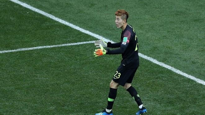 VIDEO: Thủ môn Hàn Quốc xuất thần cứu thua khó tin cho đội nhà