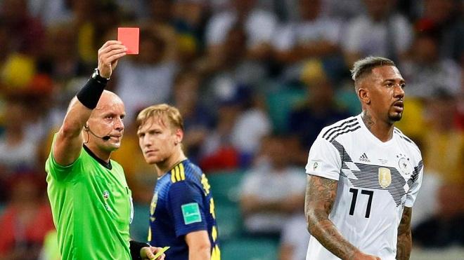 Jerome Boateng bị chỉ trích nặng nề với màn trình diễn thảm họa trước Thụy Điển