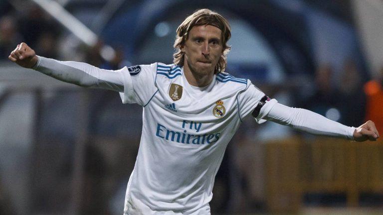 Real Madrid: Ai sẽ buồn vì Modric ở lại?