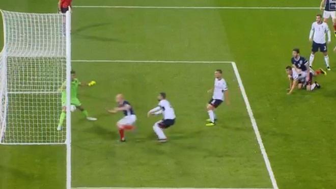 Sốc với pha bỏ lỡ của tiền đạo Scotland tại UEFA Nations League