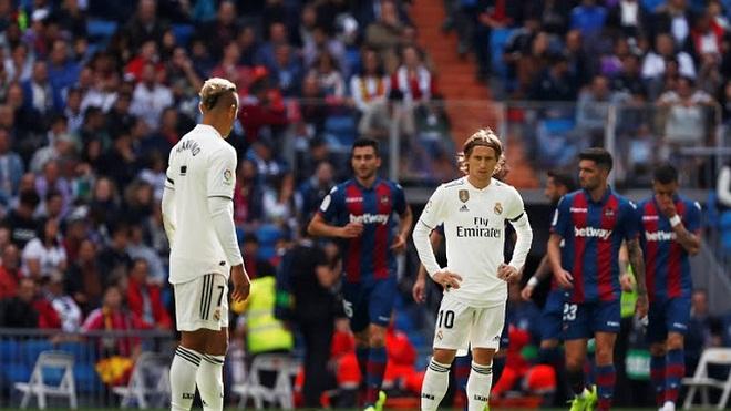 Real Madrid 1-2 Levante: 'Kền kền trắng' nếm trái đắng, Lopetegui sắp bị sa thải