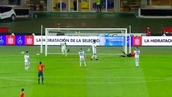 Morata bị chế giễu tơi bời khi bỏ lỡ cơ hội khó tin trong màu áo Tây Ban Nha