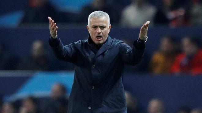 Mourinho đang mắc kẹt với quá khứ, tương lai M.U sẽ trôi về đâu?