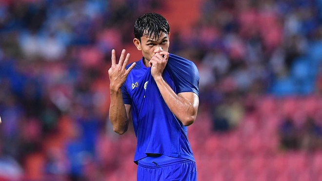 KHÓ TIN: Adisak Kraisorn ghi 6 bàn thắng cho Thái Lan sau... 6 cú sút