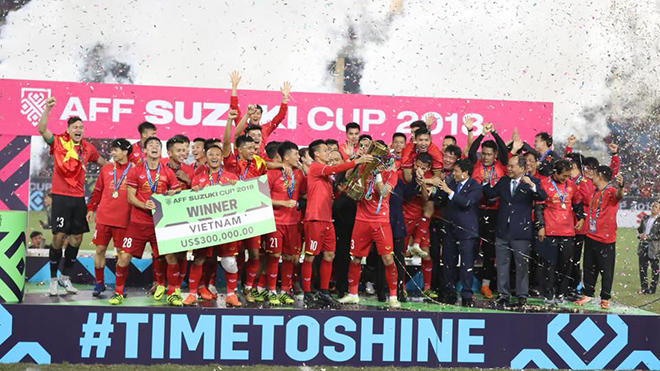 CHÙM ẢNH: Vỡ òa khoảnh khắc Việt Nam giơ cúp vô địch AFF Cup 2018