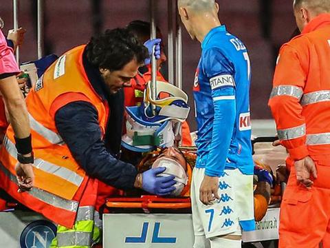 SỐC: Thủ môn của Arsenal bất tỉnh, phải nhập viện gấp vì cố gắng thi đấu khi bị chấn thương
