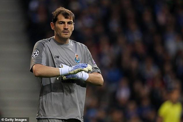Casillas giải nghệ, Casillas từ giã sự nghiệp, Casillas treo găng, Casillas, Casillas trụy tim, Real Madrid, Porto, thủ môn Casillas, Tây Ban Nha, World Cup, Euro