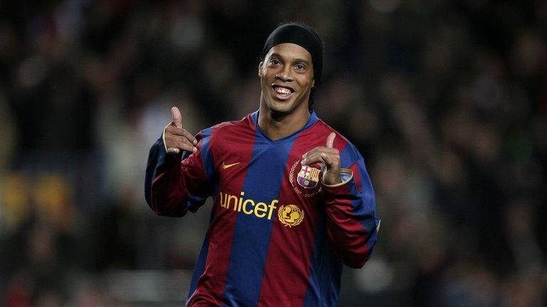 Ronaldinho: Nụ cười hồn nhiên ẩn sau cuộc đời trắc trở