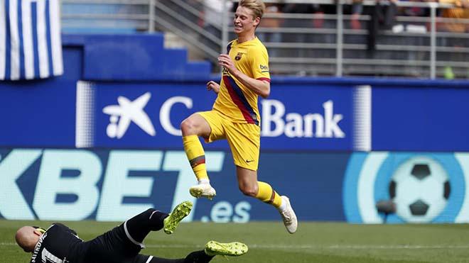 Barcelona: Frenkie de Jong đá hay đến mức CĐV Eibar phải vỗ tay tán thưởng