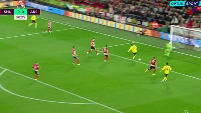 KHÓ TIN: Bom tấn 72 triệu bảng Arsenal bỏ lỡ cơ hội ở khoảng cách 5 mét
