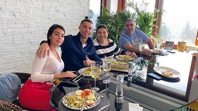 NÓNG: Ronaldo và gia đình không bị nhiễm Covid-19