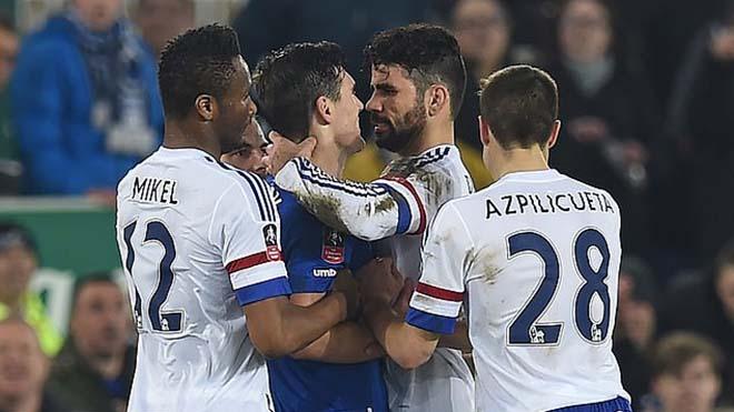 Góc khuất sau những trò chơi khăm của Diego Costa