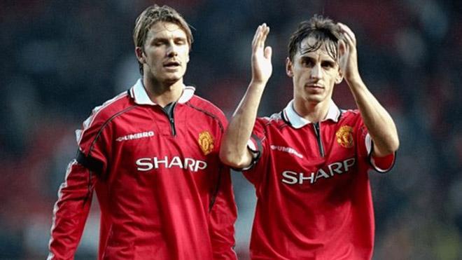 Gary Neville tiết lộ lý do không bao giờ thích ở chung phòng với Beckham
