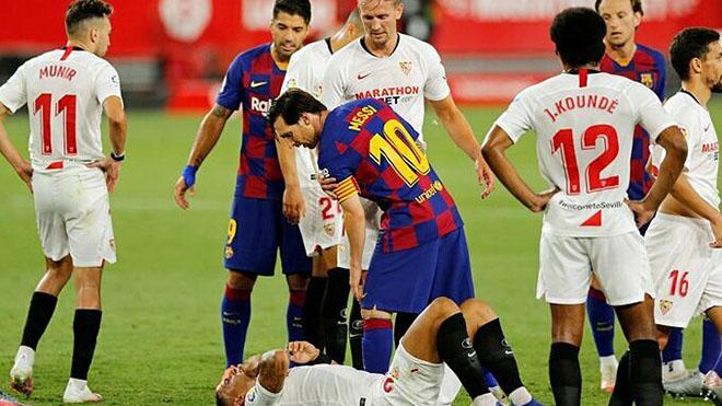 CĐV bức xúc vì Messi không bị đuổi sau pha đánh nguội cầu thủ Sevilla