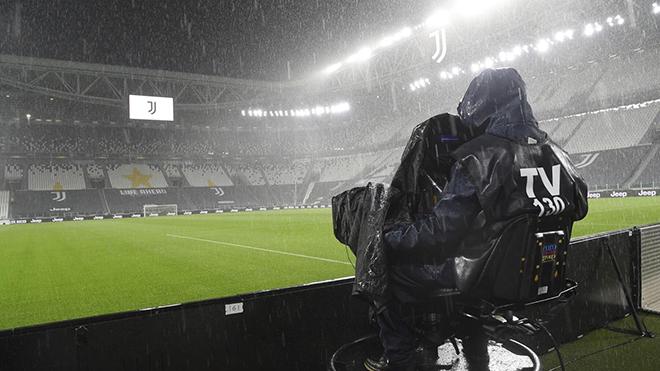 Bóng đá hôm nay 5/10: Trận Juventus vs Napoli bị hủy vì Covid. Liverpool và MU thua sốc