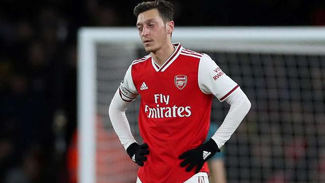 Arsenal và Arteta sẽ giải quyết vấn đề mang tên Oezil thế nào?