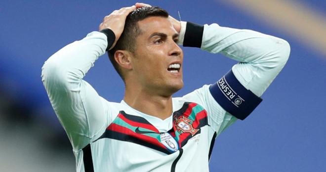 Ronaldo dính Covid-19, Ronaldo phá vỡ quy định cách ly, Juventus, Ronaldo, CR7, Covid19, Ronaldo bay bằng chuyên cơ, Ronaldo bị cách ly, bong da, Cúp C1, Ronaldo vs Messi