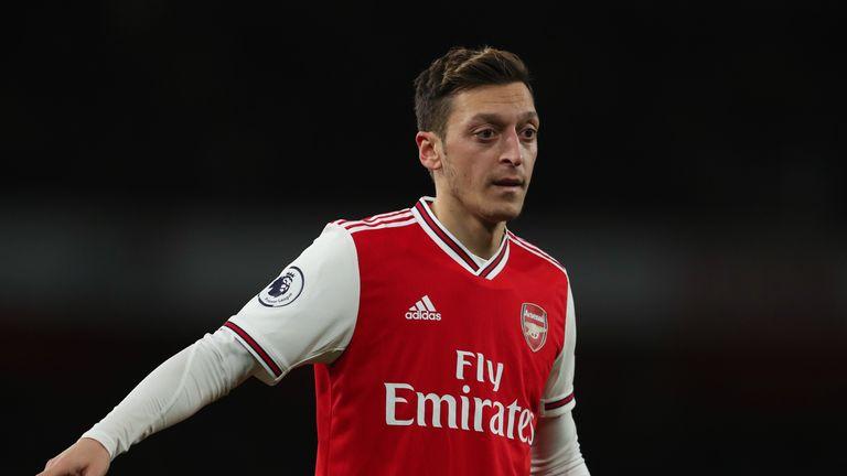 4 lựa chọn cho Oezil sau khi bị loại khỏi đội hình Arsenal