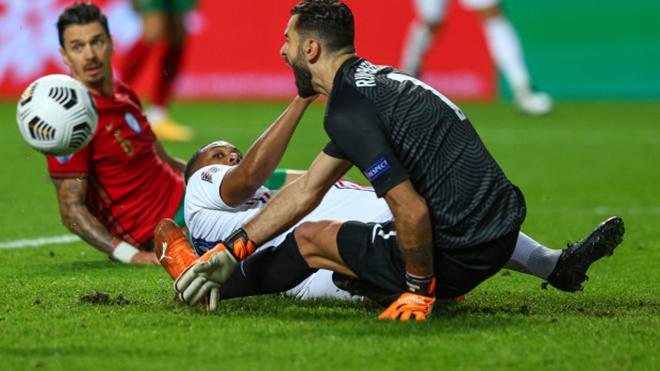 Martial vô tình khiến Patricio dính chấn thương 'nhạy cảm'