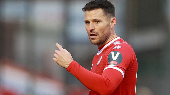 Đội hạng tư bóng đá Anh tung cả diễn viên vào sân trong trận thắng Leeds