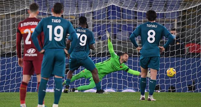 Roma 1-2 AC Milan: Thắng kịch tính Roma, Milan bám đuổi Inter. BXH bóng đá Ý